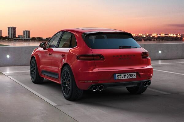 Center Comparing The 2018 Porsche Macan The 2018 Porsche Cayenne
