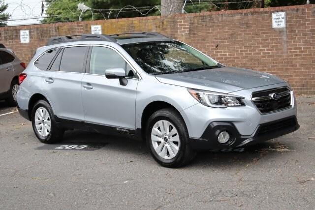 2019 Subaru Outback 2.5i Premium SUV 4S4BSAHC5K3233229