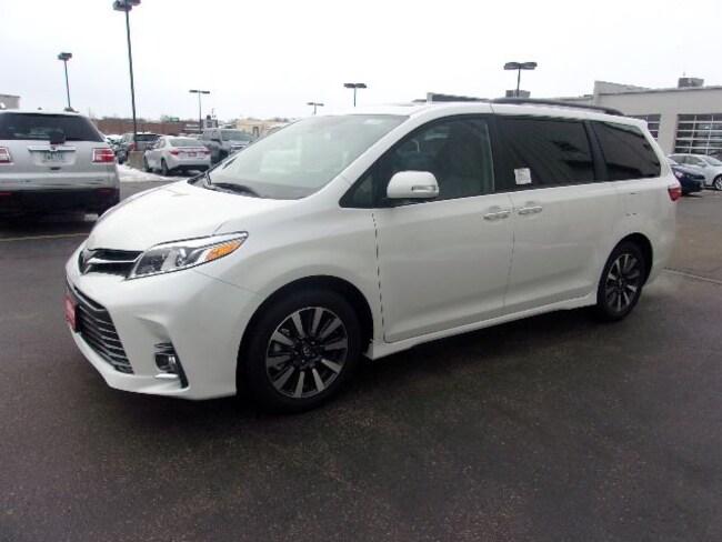 2019 Toyota Sienna XLE 7 Passenger Auto Access Seat Van