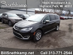 New 2018 Chrysler Pacifica LIMITED Passenger Van 1825069 in Highland Park, MI