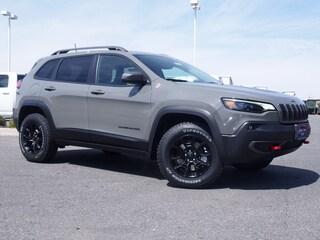 New 2019 Jeep Cherokee TRAILHAWK 4X4 Sport Utility for sale in Lynchburg, VA