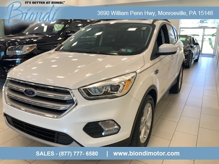 2017 Ford Escape SE 4x4 SUV w/Panoramic Sunroof, Tech and Leather Pkg's