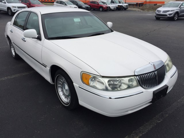 Used 2001 Lincoln Town Car For Sale at Baldwin Automotive