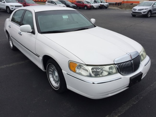 2001 Lincoln Town Car Executive Sedan