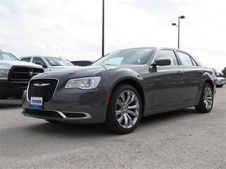 New 2019 Chrysler 300 TOURING L Sedan X56150 Beeville, TX