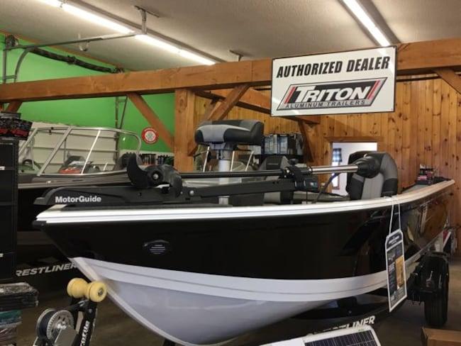 2019 Crestliner Vision 1700 T1940 Fishing Boat