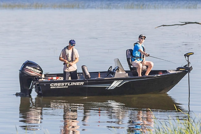 2019 Crestliner Discovery 1650 T1939 Fishing Boat