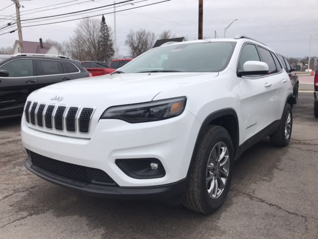 New 2019 Jeep Cherokee LATITUDE PLUS 4X4 Sport Utility Massena