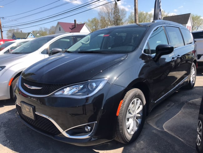 New 2018 Chrysler Pacifica TOURING L Passenger Van Massena