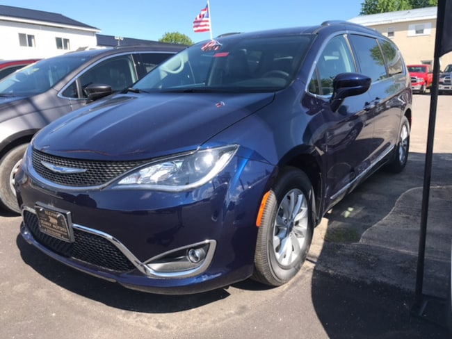 New 2018 Chrysler Pacifica TOURING L Passenger Van Massena