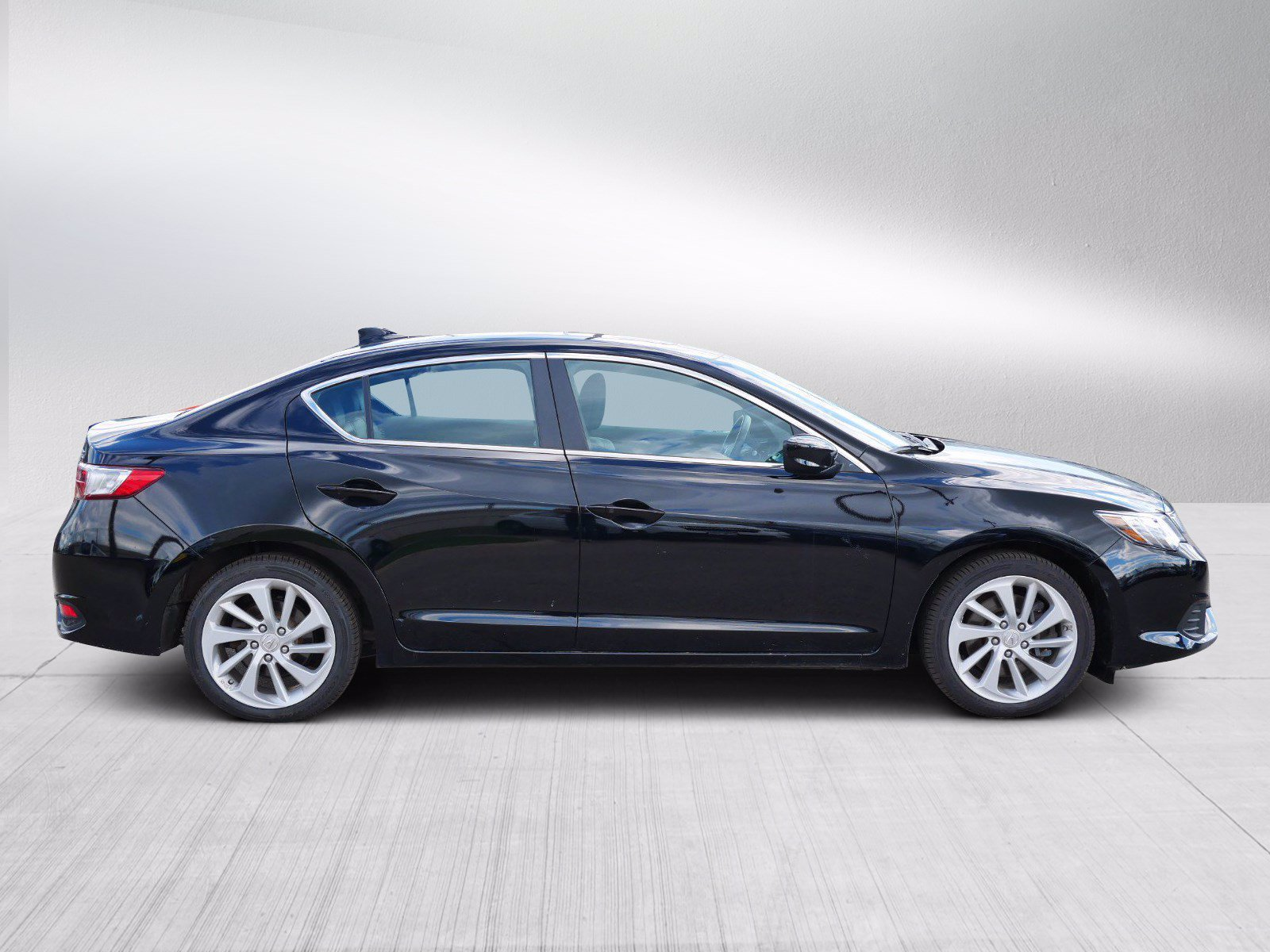 Certified 2018 Acura ILX Technology Plus with VIN 19UDE2F72JA004289 for sale in Bloomington, Minnesota