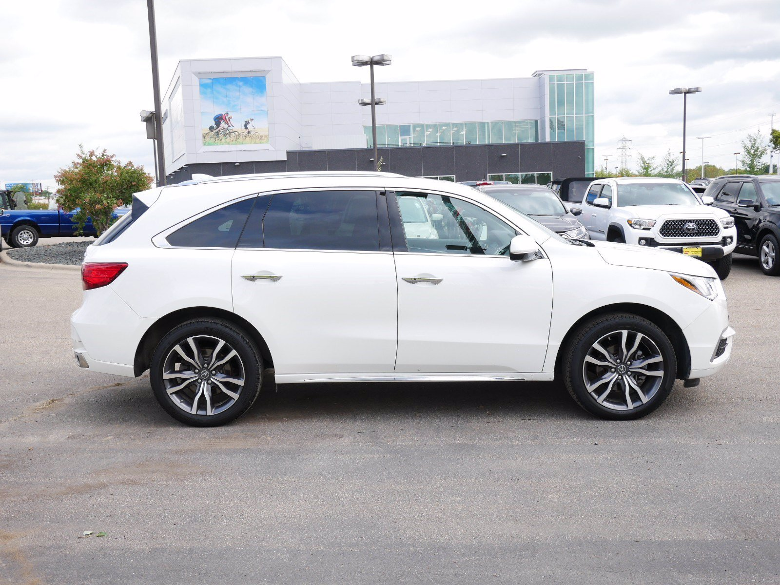 Certified 2019 Acura MDX Advance and Entertainment Package with VIN 5J8YD4H94KL018862 for sale in Bloomington, Minnesota