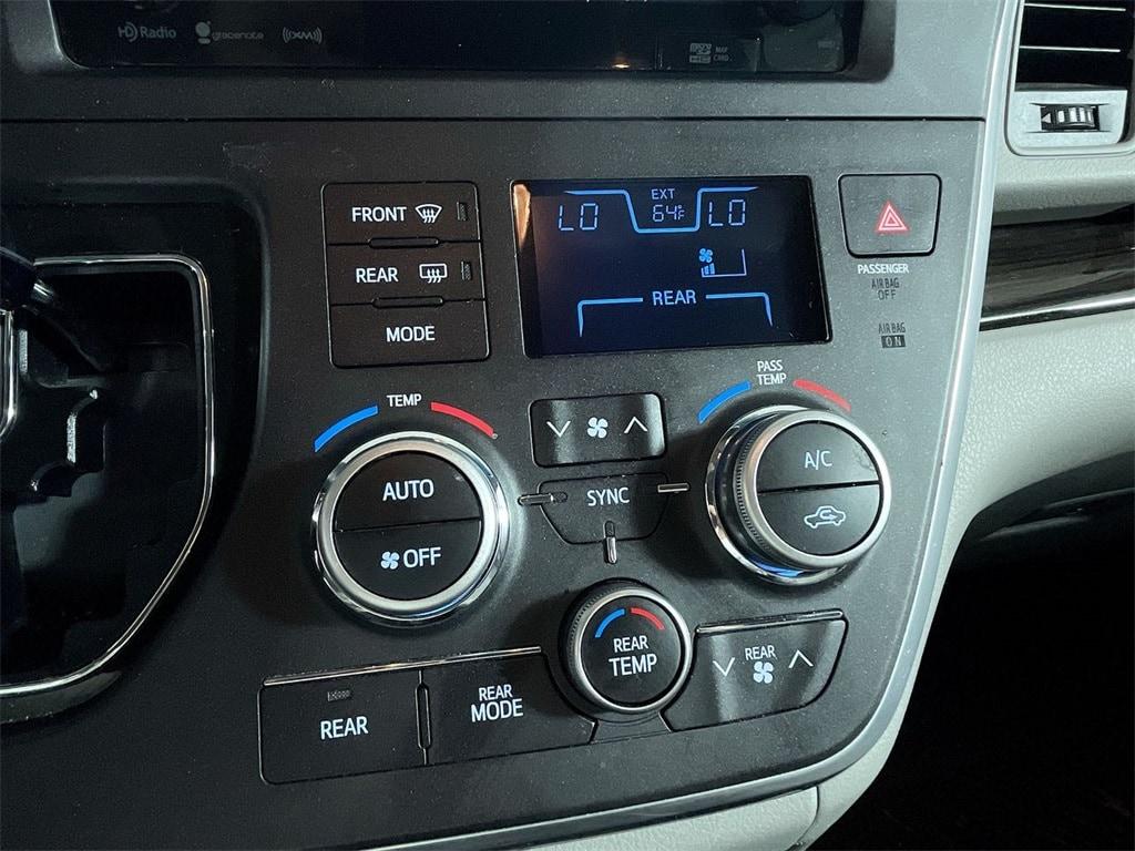 2017 Toyota Sienna XLE