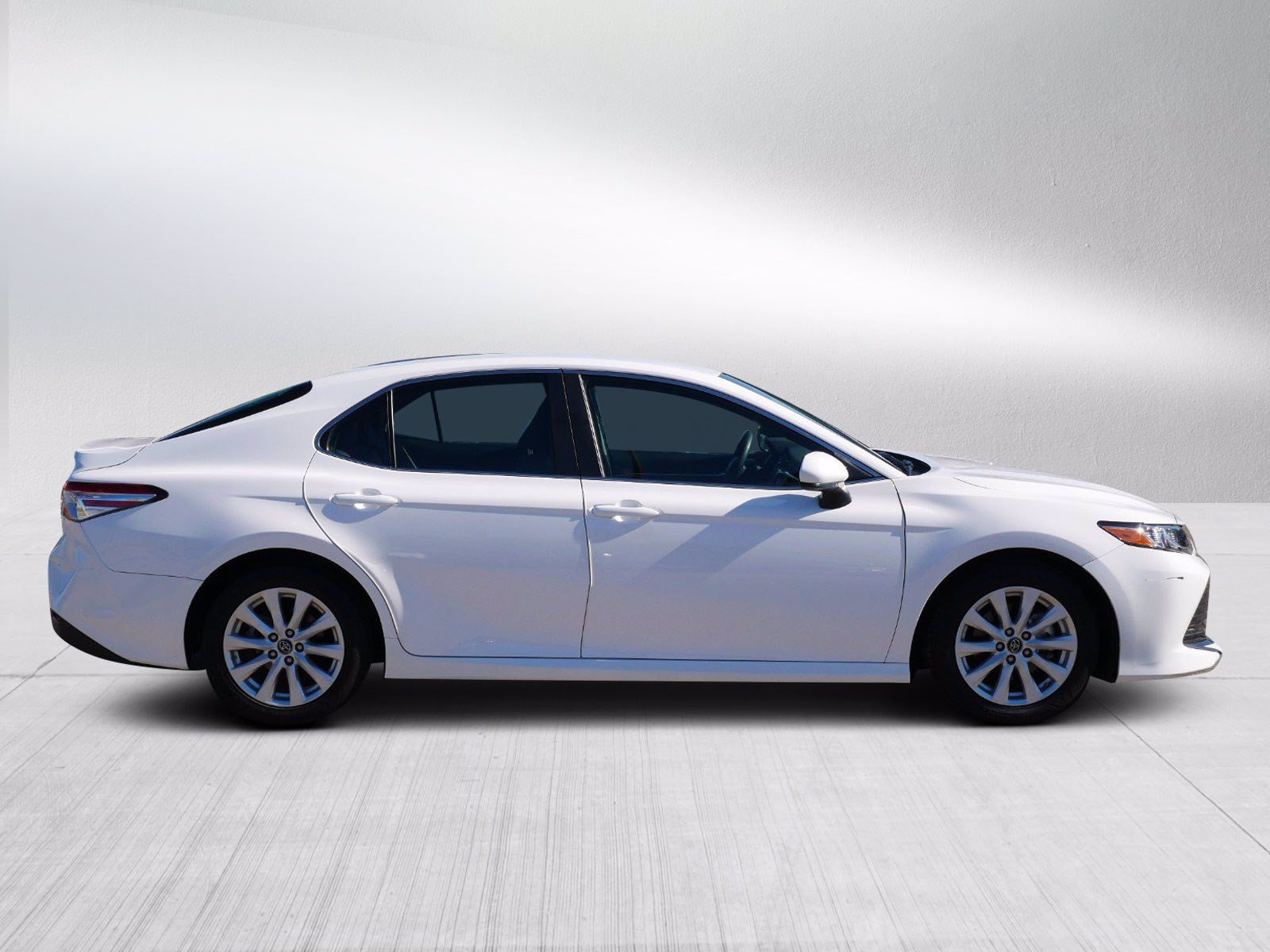 Used 2018 Toyota Camry LE with VIN 4T1B11HK4JU157201 for sale in Bloomington, Minnesota