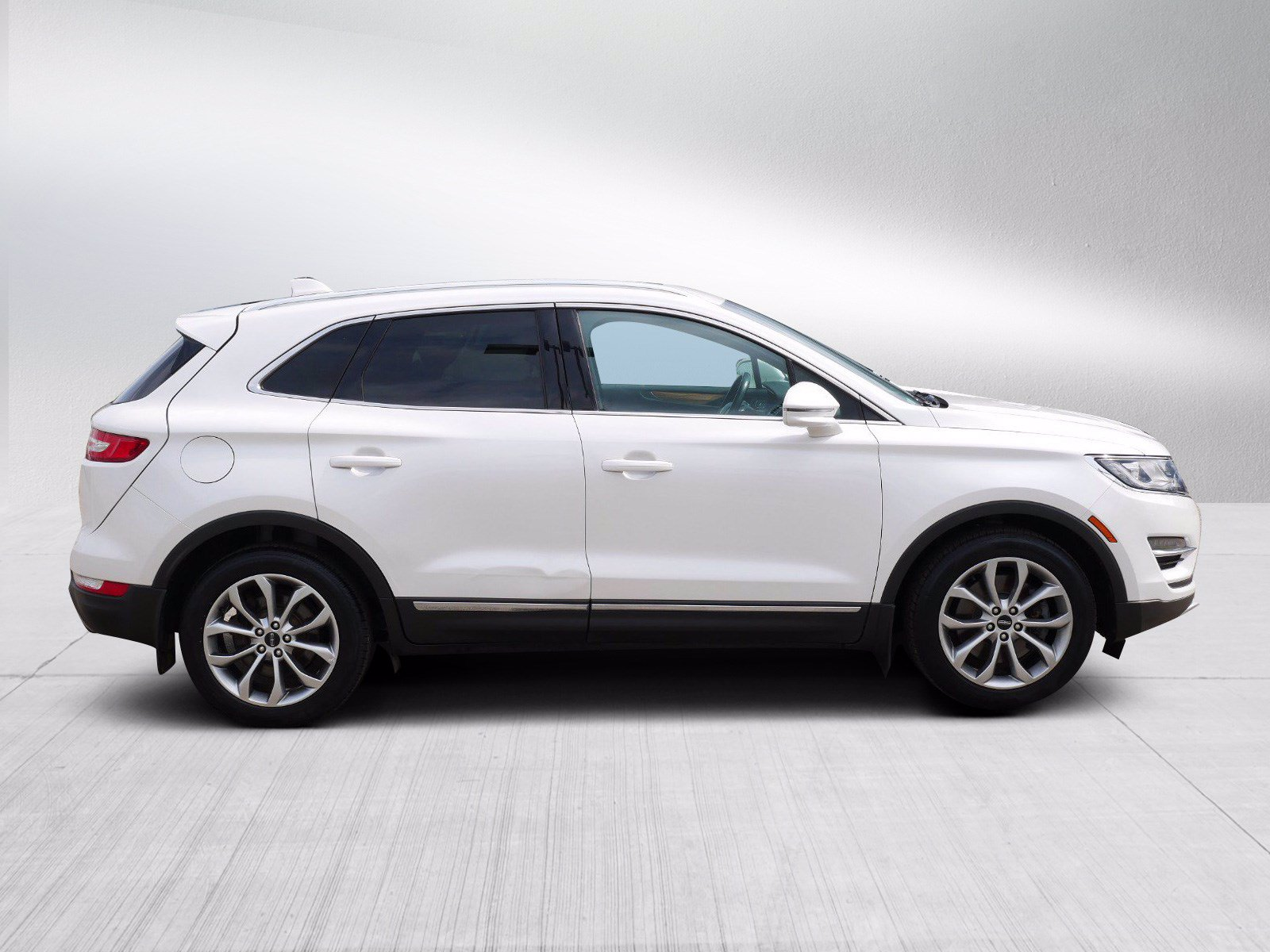 Used 2015 Lincoln MKC  with VIN 5LMCJ2A91FUJ09452 for sale in Bloomington, Minnesota