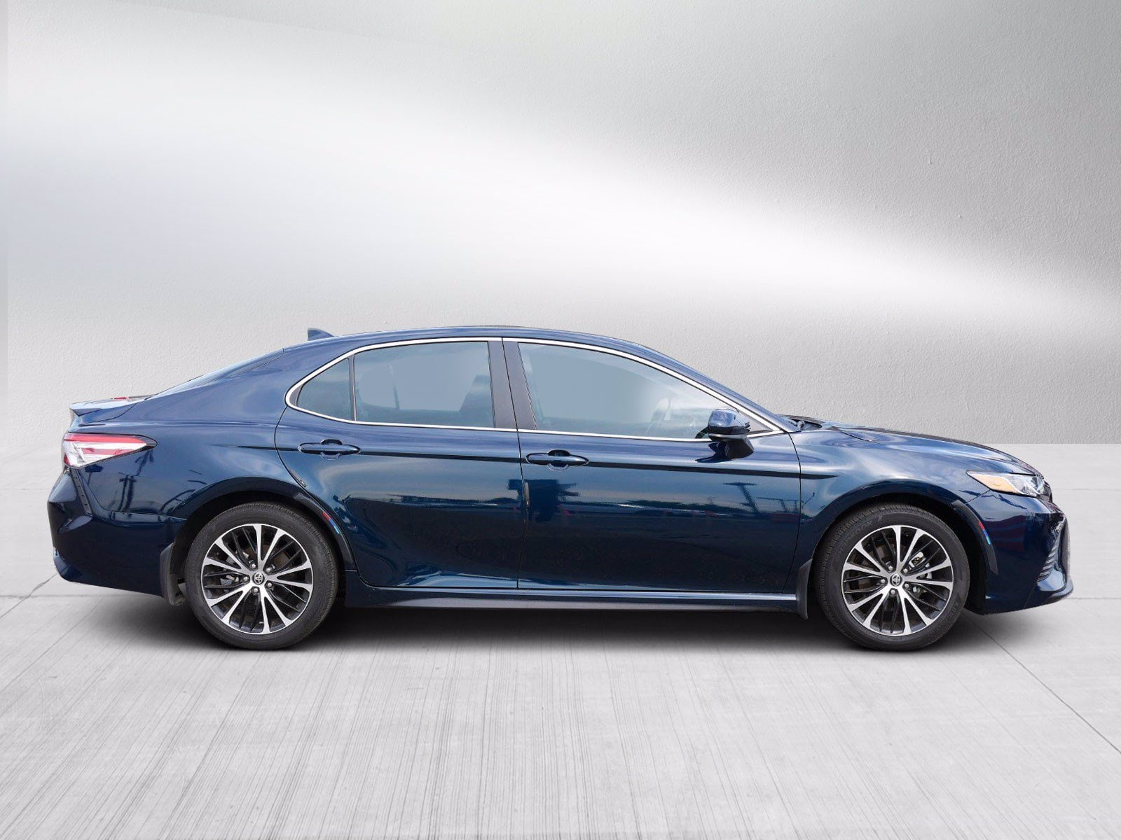 Used 2020 Toyota Camry SE with VIN 4T1G11AK4LU988961 for sale in Bloomington, Minnesota