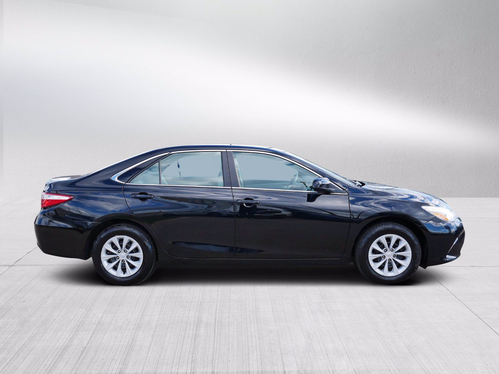 Used 2016 Toyota Camry LE with VIN 4T1BF1FK8GU576892 for sale in Bloomington, Minnesota