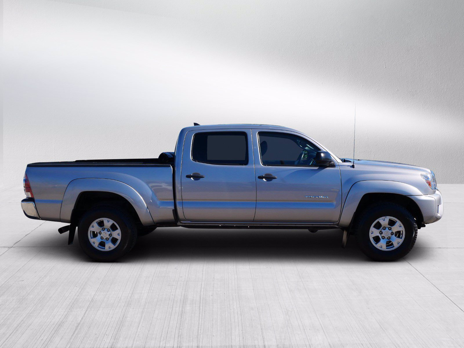 Used 2015 Toyota Tacoma  with VIN 3TMMU4FN4FM085222 for sale in Bloomington, Minnesota