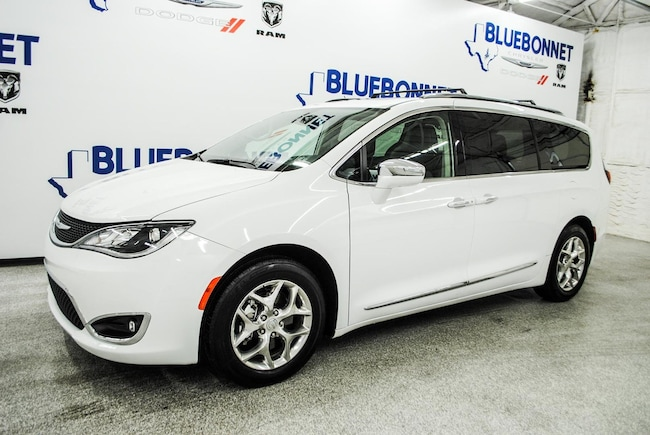certified used 2019 Chrysler Pacifica Limited Van Passenger Van near san antonio