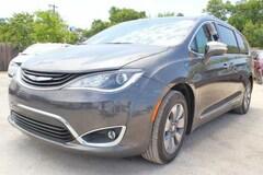 2018 Chrysler Pacifica Hybrid LIMITED Passenger Van near San Antonio