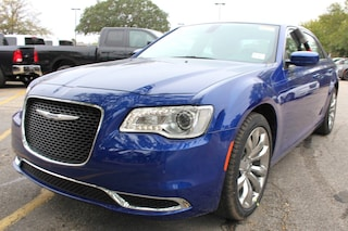 near San Antonio 2019 Chrysler 300 TOURING L Sedan New