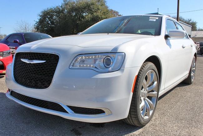 New 2019 Chrysler 300 TOURING L Sedan San Antonio TX