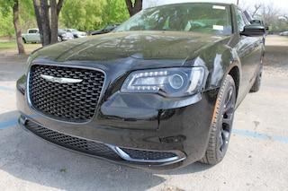near San Antonio 2019 Chrysler 300 TOURING Sedan New