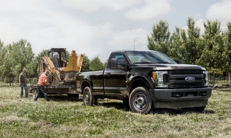 2019 Ford F-350 exterior loading tractor