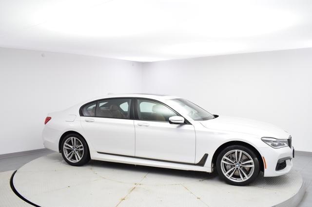 2017 BMW 750i Car