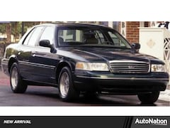 2000 Ford Crown Victoria LX Sedan