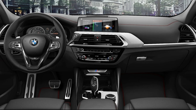 The spacious interior of the 2019 BMW X4