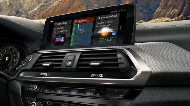 10.3 inch touchscreen display inside the 2019 BMW X3