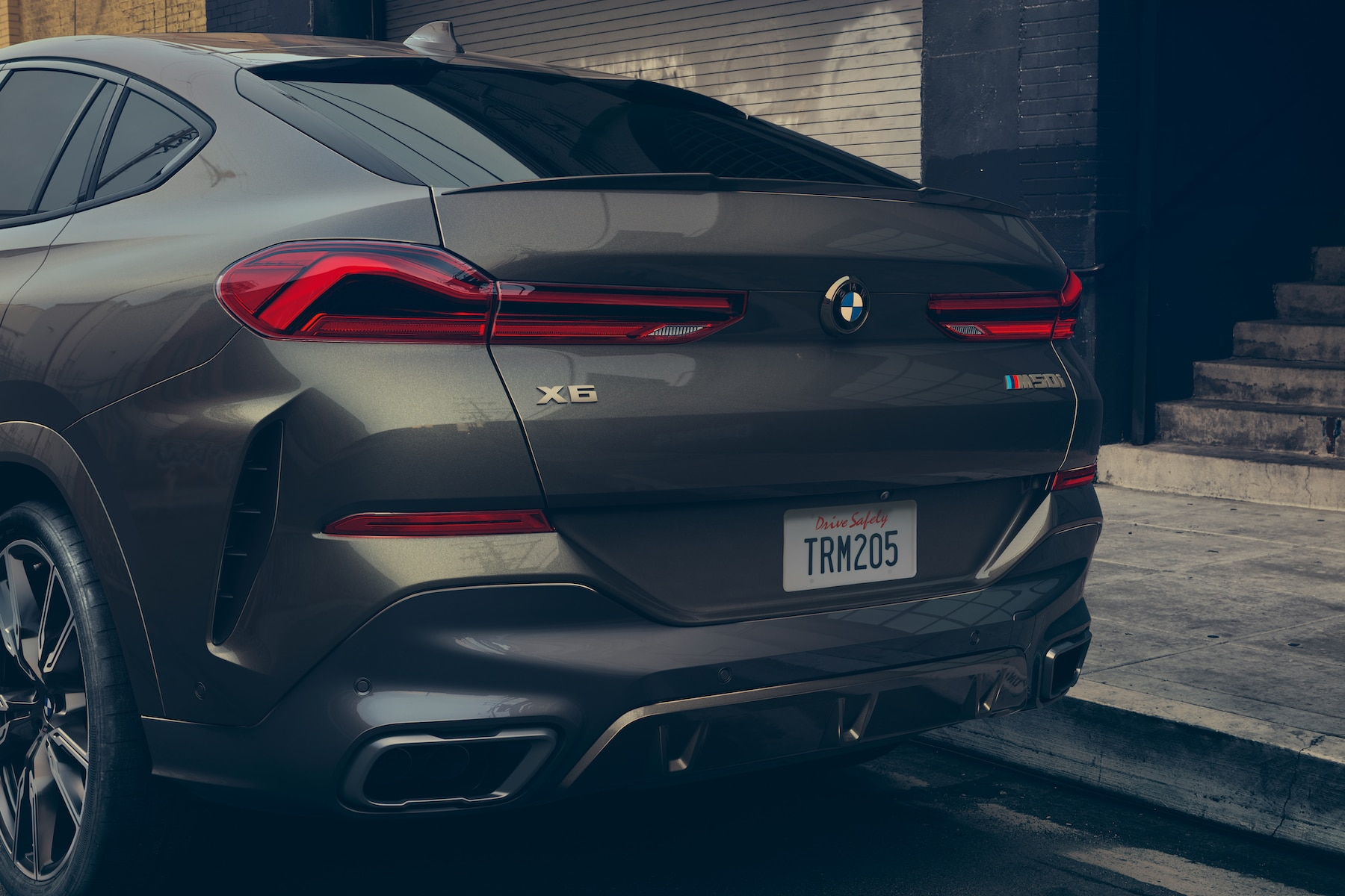Model features of the 2020 X7 at BMW of Rockville | Tail end of the Grey 2020 BMW X6