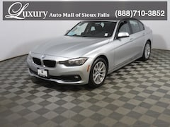 Pre-Owned 2017 BMW 320i xDrive Sedan xDrive Sedan WBA8A3C51HK691075 for Sale in Sioux Falls