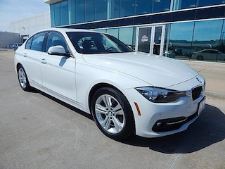 2017 BMW 3 Series 330i**SPORT LINE WITH NAVIGATION AND MORE!** Sedan