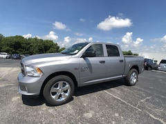 2019 Ram 1500 Classic EXPRESS CREW CAB 4X4 5'7 BOX Crew Cab for sale in Frankfort, KY