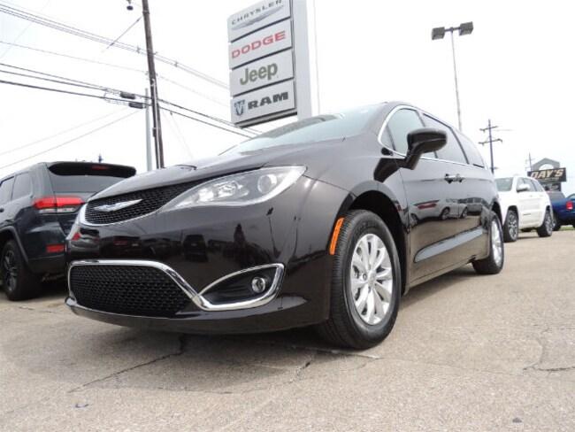 New 2018 Chrysler Pacifica TOURING PLUS Passenger Van Frankfort