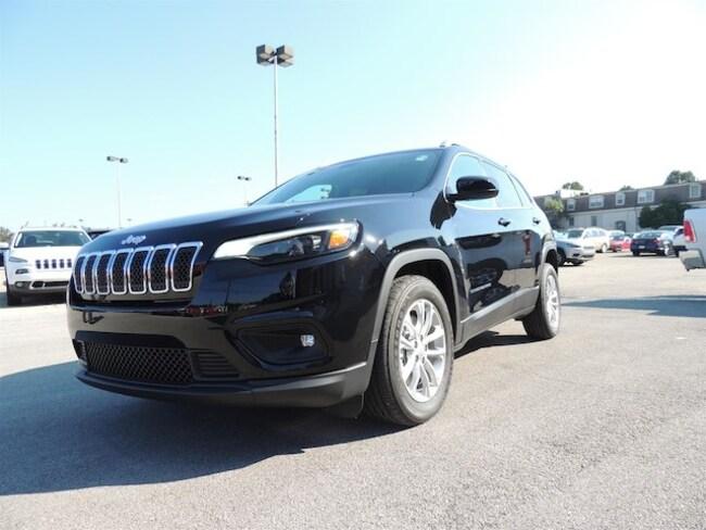 New 2019 Jeep Cherokee LATITUDE FWD Sport Utility Frankfort