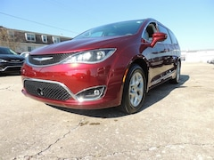 2019 Chrysler Pacifica TOURING L PLUS Passenger Van for Sale in Frankfort, KY