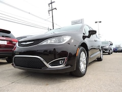 2018 Chrysler Pacifica TOURING PLUS Passenger Van for sale in Frankfort, KY