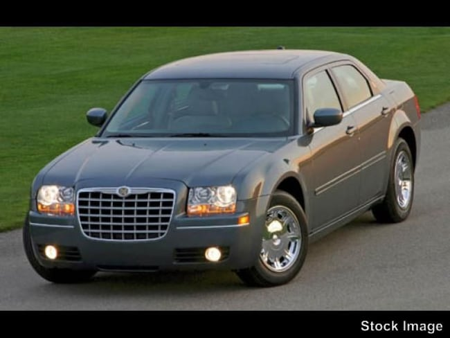 Pre-Owned 2005 Chrysler 300 Touring Touring  Sedan in Youngstown, OH