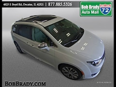 Used 2019 Chrysler Pacifica Limited Limited  Mini-Van for sale in Decatur, IL