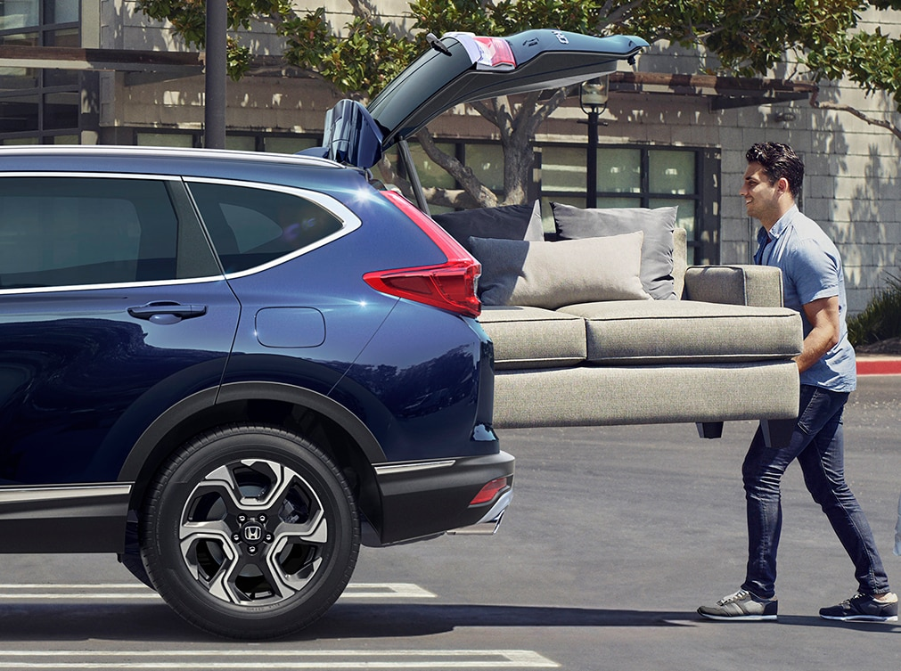 Couch being loaded into the trunk of a CR-V