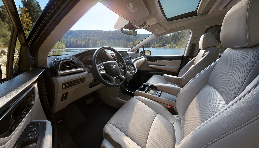 Driver's side view into the interior of the all-new Honda Odyssey