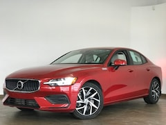 Pre-Owned 2020 Volvo S60 T6 AWD Mome T6 Momentum Sedan for Sale in Wexford near Pittsburgh, PA