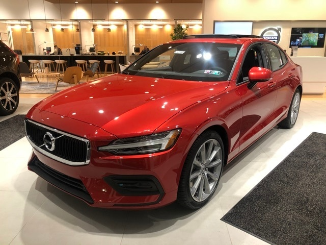 Featured new 2020 Volvo S60 T6 Momentum Sedan for sale in Wexford near Pittsburgh, PA
