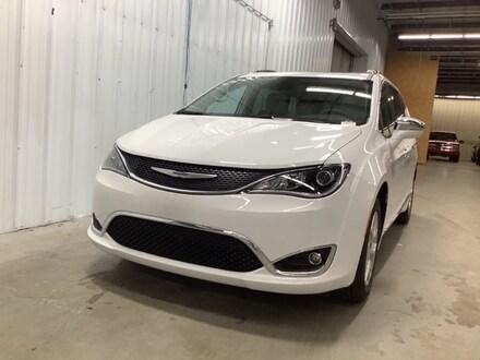 New 2020 Chrysler Pacifica LIMITED Passenger Van Columbus Indiana