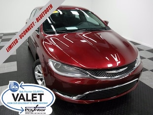 2015 Chrysler 200 Limited Uconnect Voice Command w/ Bluetooth Sedan