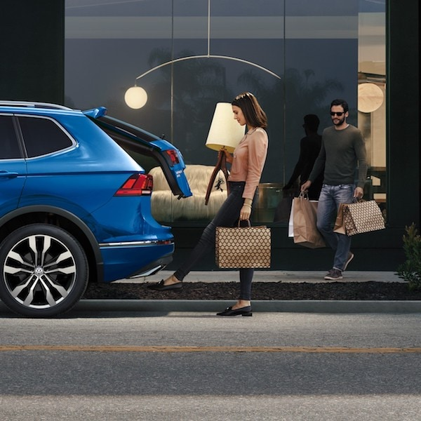 2020 Volkswagen Tiguan Hands-free Easy Open and Easy Close liftgate