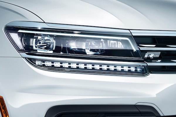 2020 Volkswagen Tiguan LED headlights with Adaptive Front-lighting System (AFS)